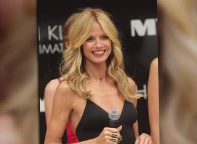 News video: Heidi Klum Puts Her Pants On Display In Melbourne